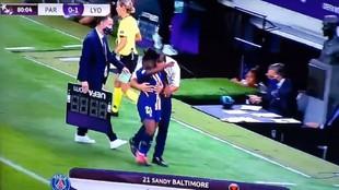 ¿Consuelo o toqueteo? El entrenador del PSG está en el punto de mira... por esto