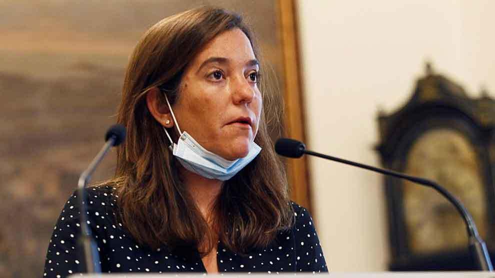 La alcaldesa de A Coruña, Inés Rey, durante una rueda de prensa