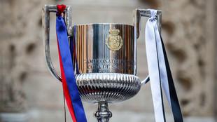 El trofeo de la Copa del Rey, preparado para la última final.
