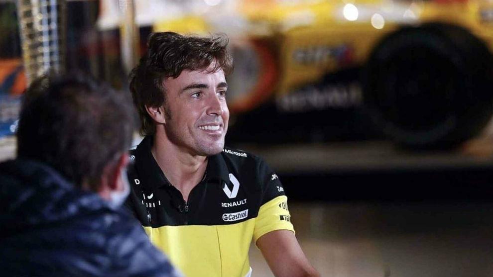 Fernando Alonso, con el uniforme de Renault, el día del anuncio de su...