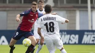 Iván Barbero en un partido con Osasuna