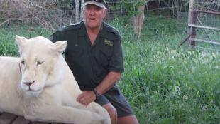 Fotograma West Matthewson y su leona