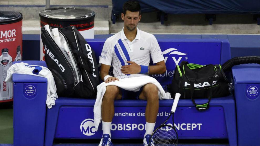 Djokovic se duele de la barriga en la parte final de su partido con...