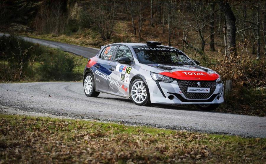 Efrén Llarena, campeón de Europa junior con el modelo anterior, se encargó de estrenar y evolucionar el coche a finales del año pasado.