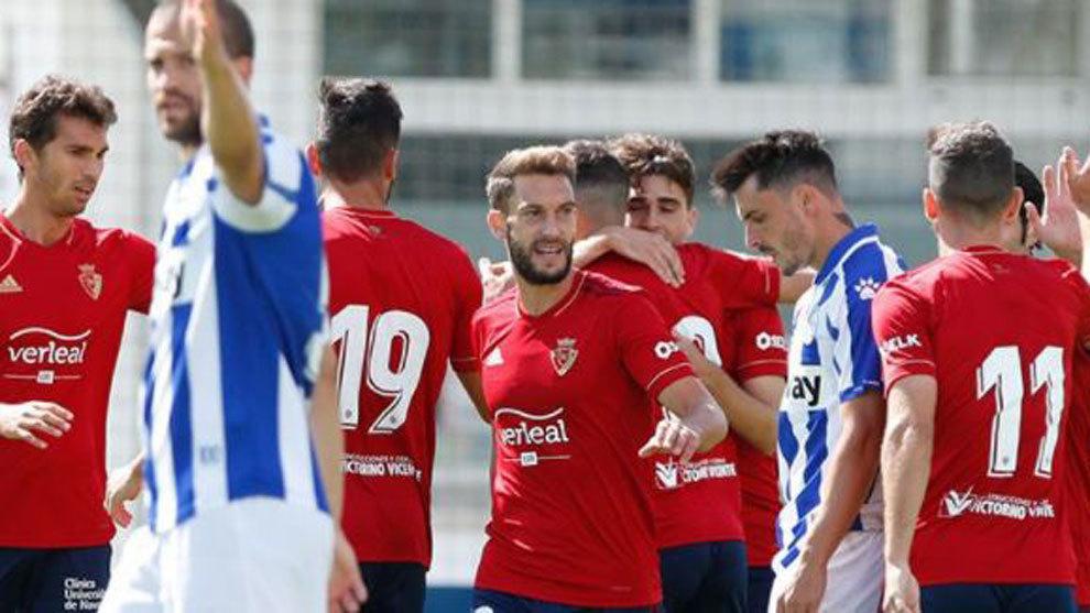 Los jugadores de Osasuna celebran un gol en el amistoso.