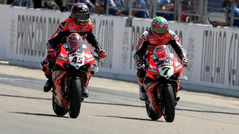 Los pilotos de Ducati, Scott Redding y Chaz Davies.