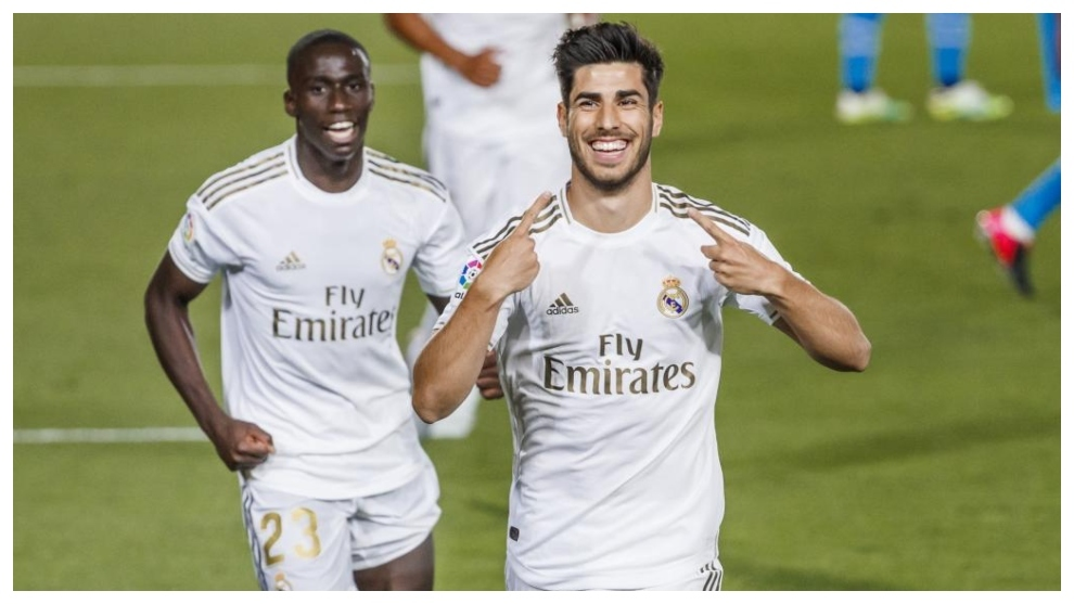 Asensio celebra el gol marcado al Valencia en su primer partido con el...