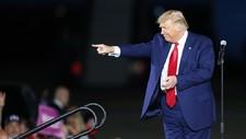 """Trump bromea tras firmar un autógrafo: """"Véndelo esta noche en Ebay por 10.000 dólares"""""""