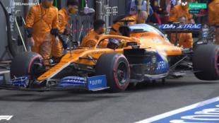 Momento en el que Sainz ha regresado a boxes con la rotura en el...