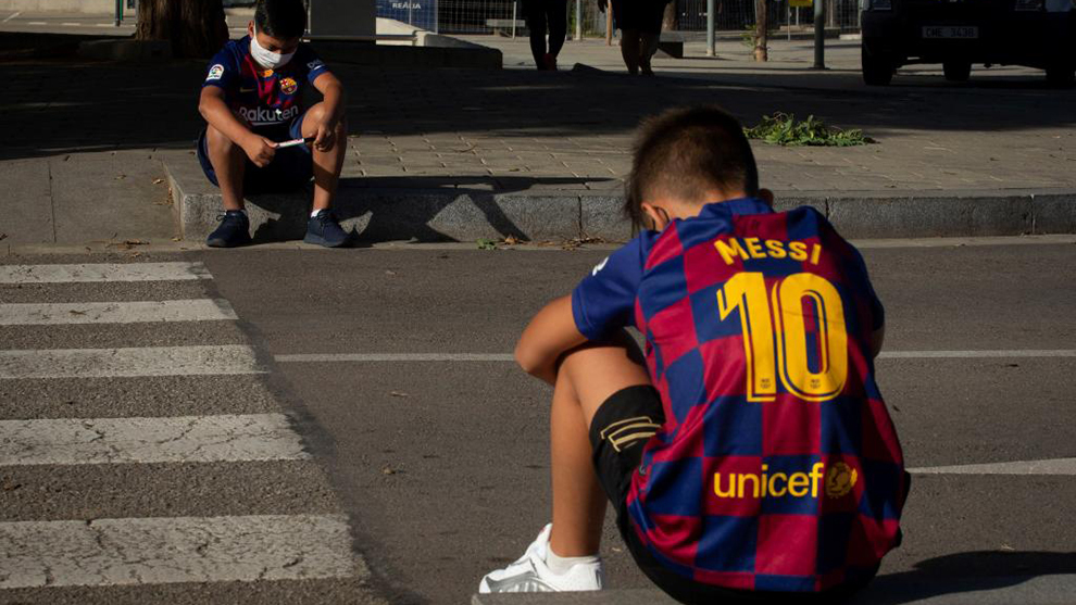 Young Barcelona fans left devastated after Messi no-show
