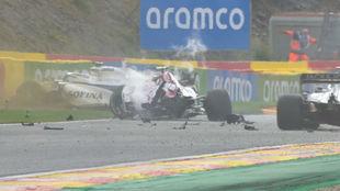 Así quedaron el Alfa de Giovinazzi y el Williams de Russell