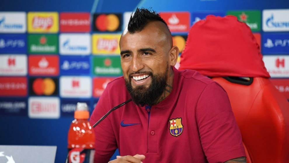 Arturo Vidal's representatives 'in talks with Barcelona over possibility of terminating contract'