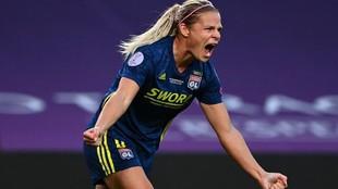 Eugenie Le Sommer celebra el primer gol del partido ante el...