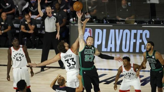 Los Celtics dan primero ante unos Raptors irreconocibles