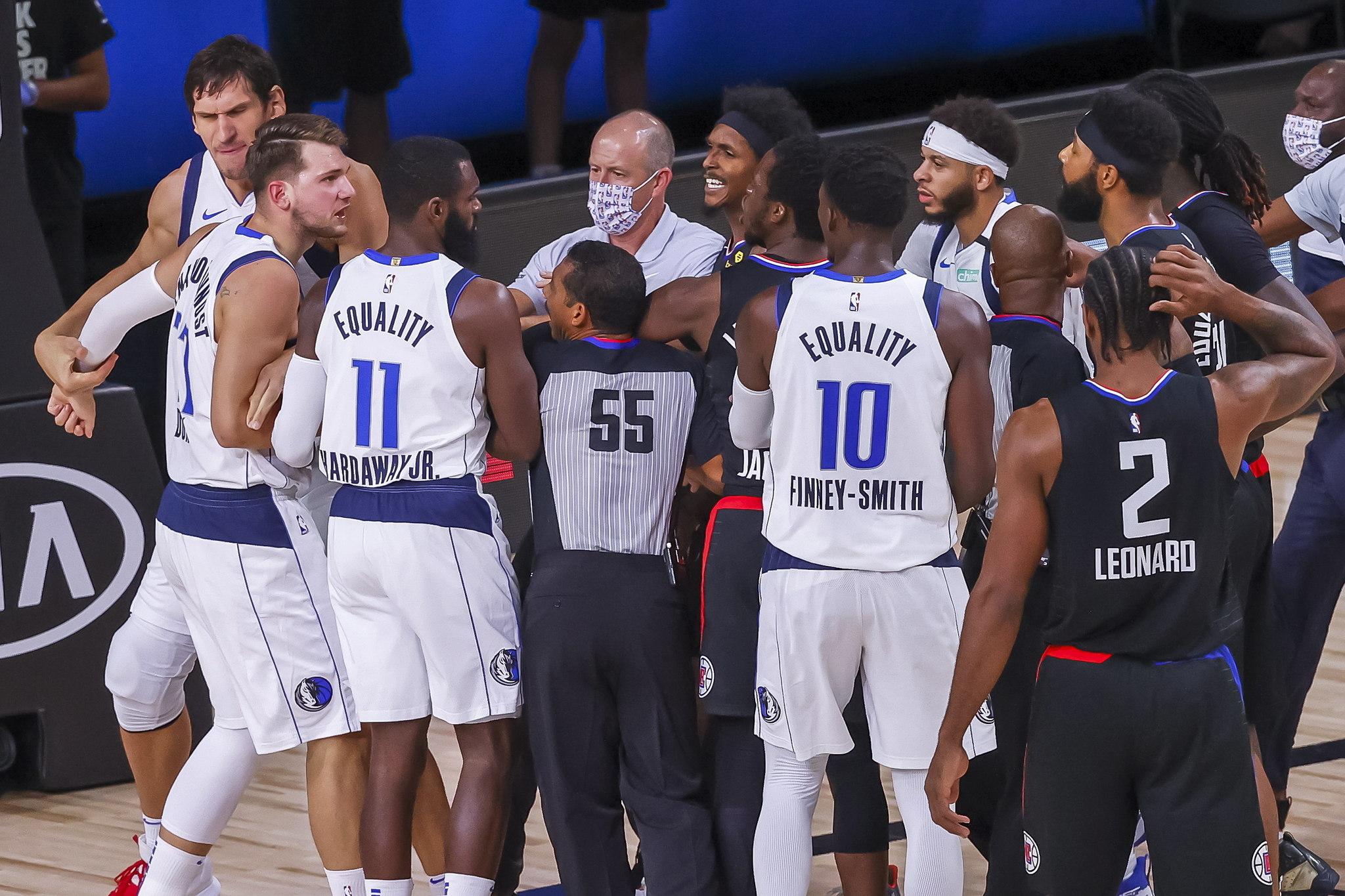 Trifulca en el Mavericks vs Clippers tras la falta flagrante de Morris...