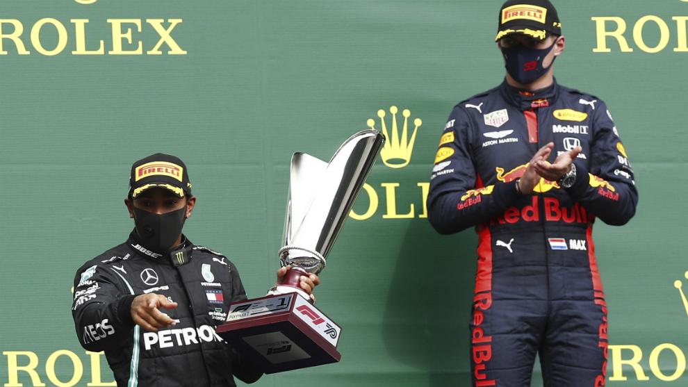 Hamilton y Verstappen, en el podio de Spa-Francorchamps.
