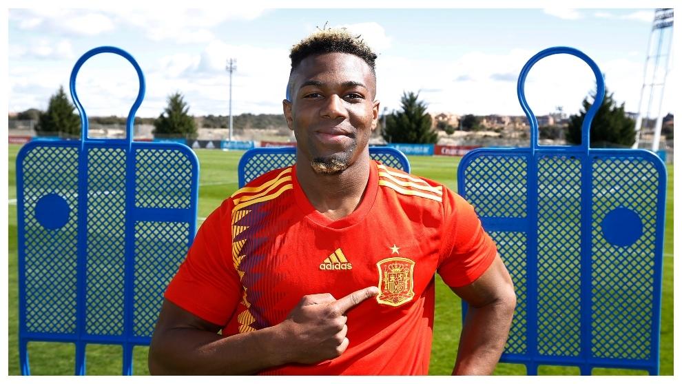 Adama, durante un reportaje con la seleccióin sub 21.