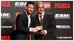 Leo Messi recibe su sexta Bota de Oro, junto a Juan Ignacio Gallardo,...