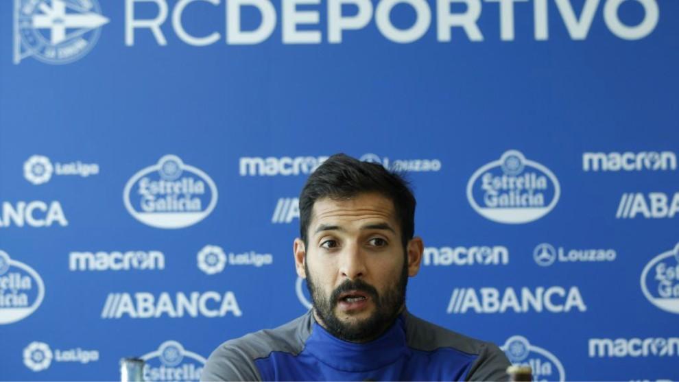 Celso Borges, en una rueda de prensa con el Deportivo