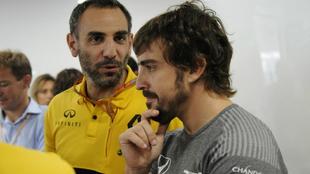 Abiteboul, jefe de Renault F1, habla con Alonso.
