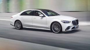 Pese a ser la berlina de gran lujo de Mercedes, su aspecto no es...