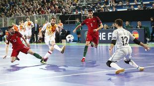 Pola remata a puerta en la final de la Euro 2018 ante Portugal.