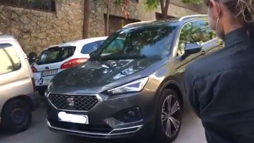 Coincidence or smokescreen? Bartomeu's car turns up at Jorge Messi's apartment... driven by his son