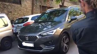 El coche de Bartomeu enfrente de la casa de Jorge Messi