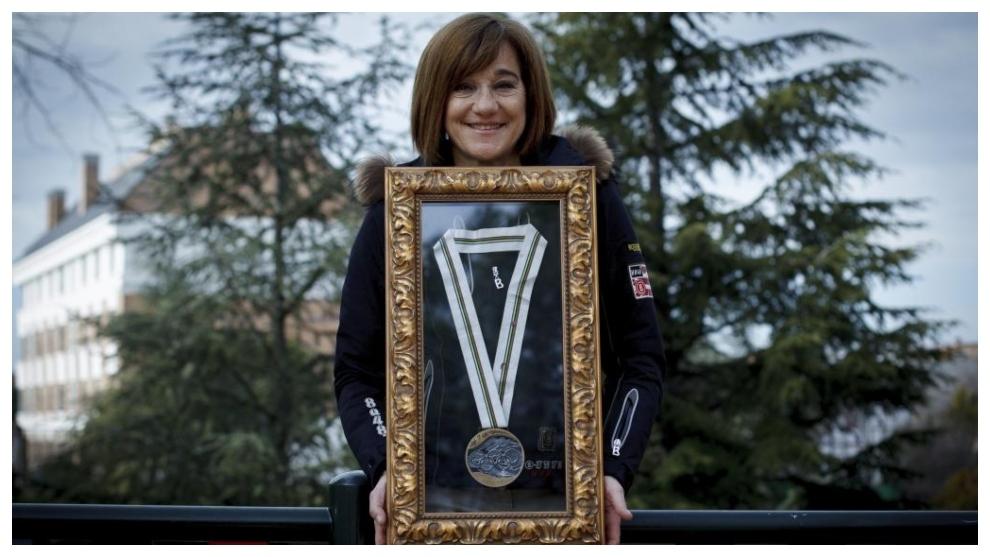 Blanca Fernández Ochoa, con su medalla olímpica