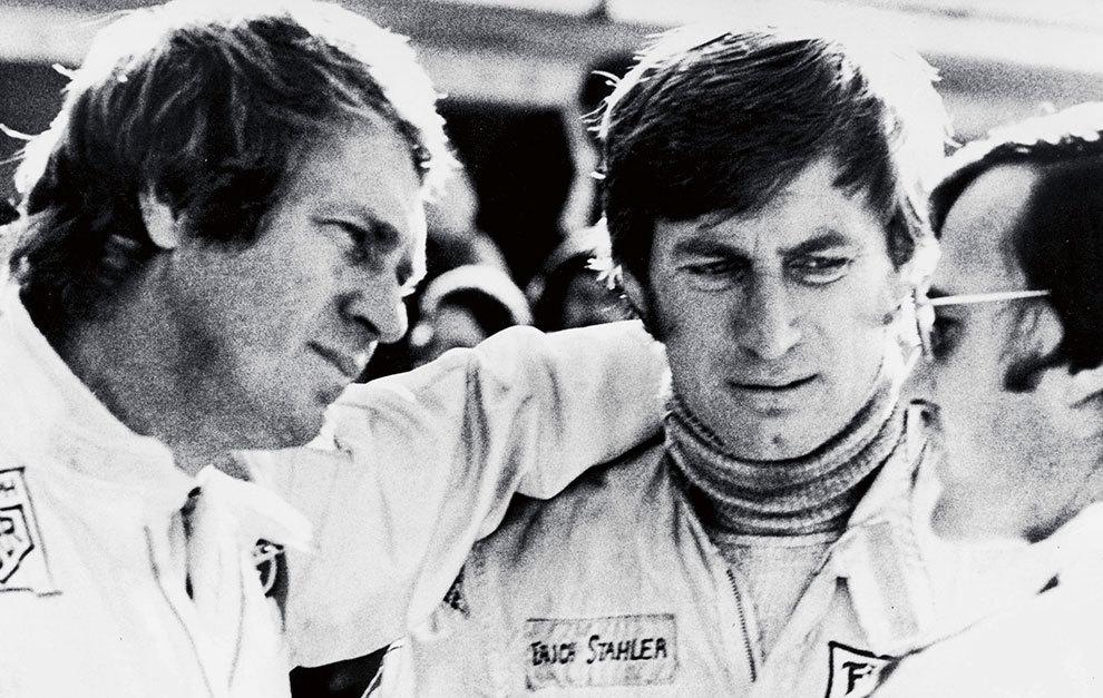 Entre pilotos, McQueen se sentía como uno de ellos. Aquí, junto a Siegfried Rauch.