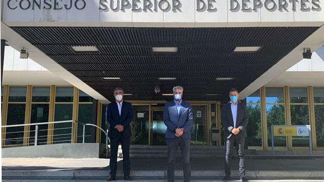 Javier Lozano, Rubén Alcaine y David Jiménez, en la sede del CSD...