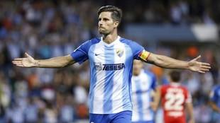Adrián González celebra uno de los goles que marcó con el Málaga