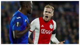 Van de Beek protesta durante el Getafe-Ajax de la Europa League de la...