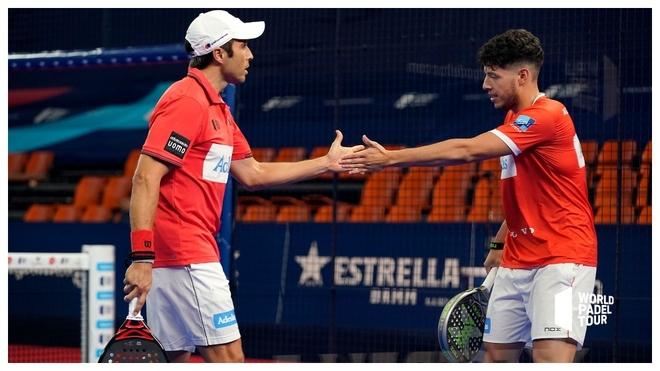Fernando Belasteguin y Agustín Tapia celebran un punto.