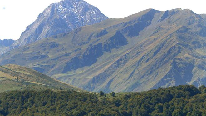 Fallece un montañero al precipitarse desde unos 200 metros en los Pirineos