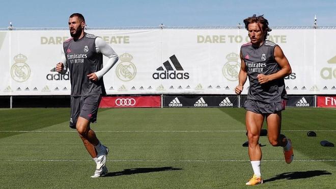 Benzema y Modric, en un entrenamiento de pretemporada con el Real...