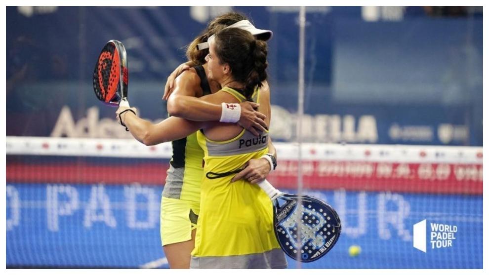 Marta Marrero y Paula Josemaría  se felicitan tras la victoria