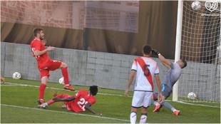 Un lance del partido disputado en la Ciudad Deportiva vallecana