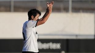 Kangin Lee aplaude durante el partido contra el Cartagena.