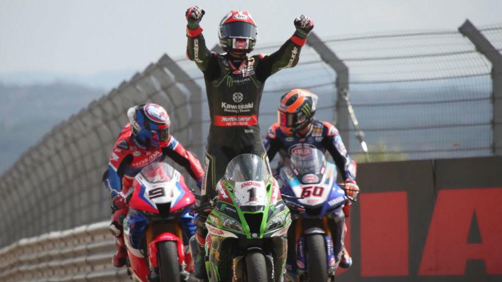Jonathan Rea celebra su triunfo hoy en MotorLand.