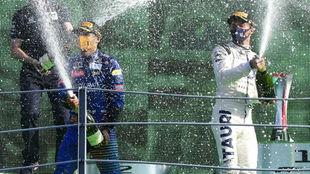 Sainz y Gasly celebran su gran carrera ayer en Monza.
