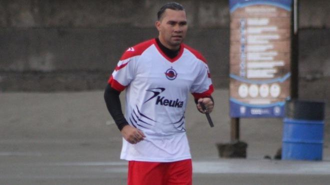 Carlos 'Gullit' Peña ya luce como jugador del CVF Tiburón.