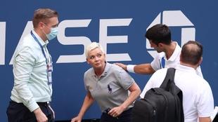 El vídeo de los gritos de la juez de línea a la que golpeó Djokovic