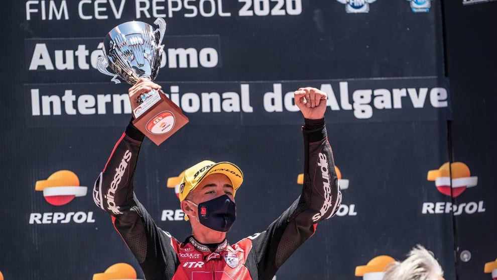 Pedro Acosta, tras ganar en Portimao en el FIM CEV.