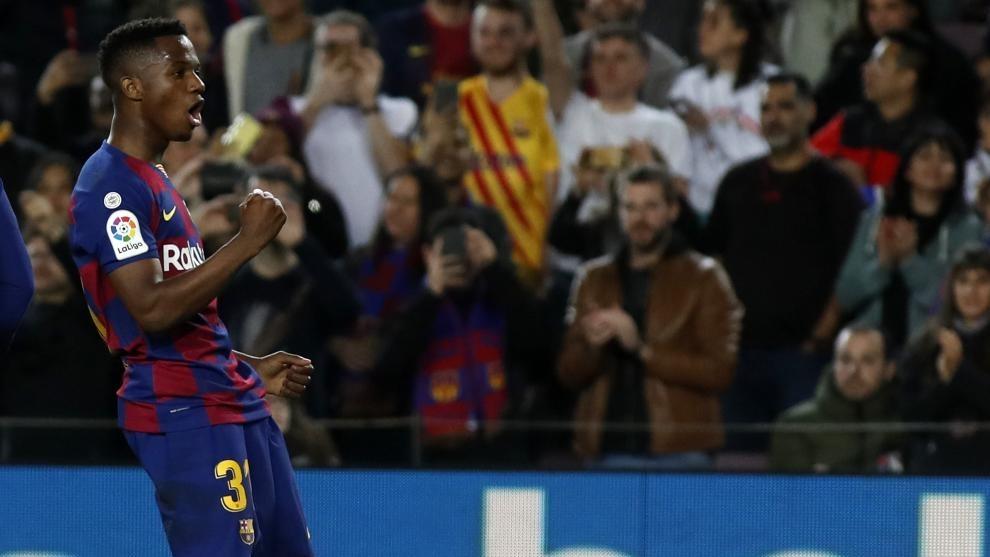 Ansu Fati celebra un gol con el Barcelona.