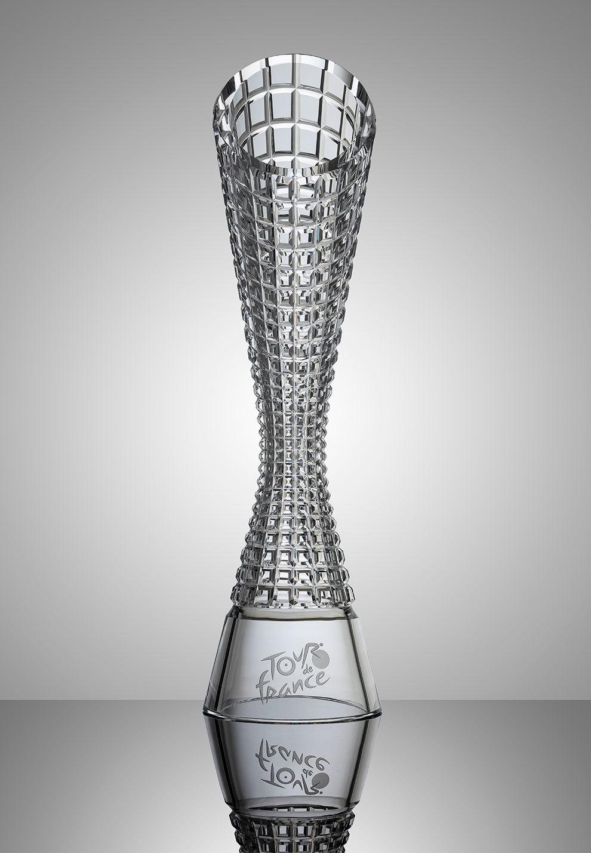 Ha sido realizado por artesanos checos del cristal.