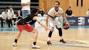Kartal Ozmizrak, en un partido de pretemporada con el Monbus...