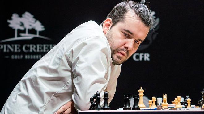 Nepomniachtchi, durante una partida del Torneo de Candidatos, en...