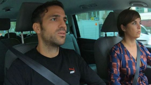 Cesc Fábregas, con Samanta Villar en un momento del programa de...