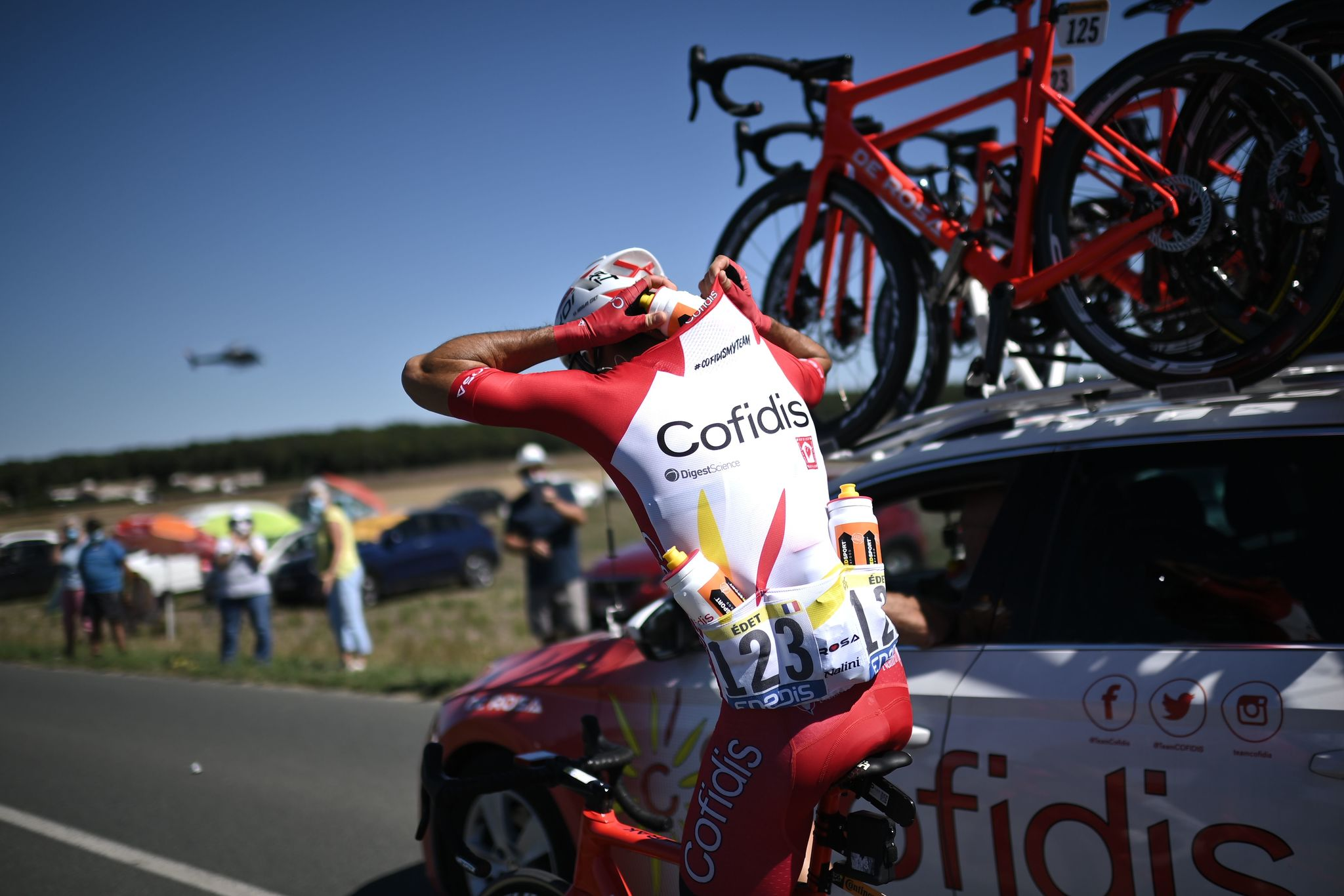 Team Cofidis rider France's Nicolas Edet loads water supplies during the 11th stage of the 107th edition of the lt;HIT gt;Tour lt;/HIT gt; de France cycling race, 167 km between Chatelaillon Plage and Poitiers, on September 9, 2020. (Photo by Marco BERTORELLO / AFP)